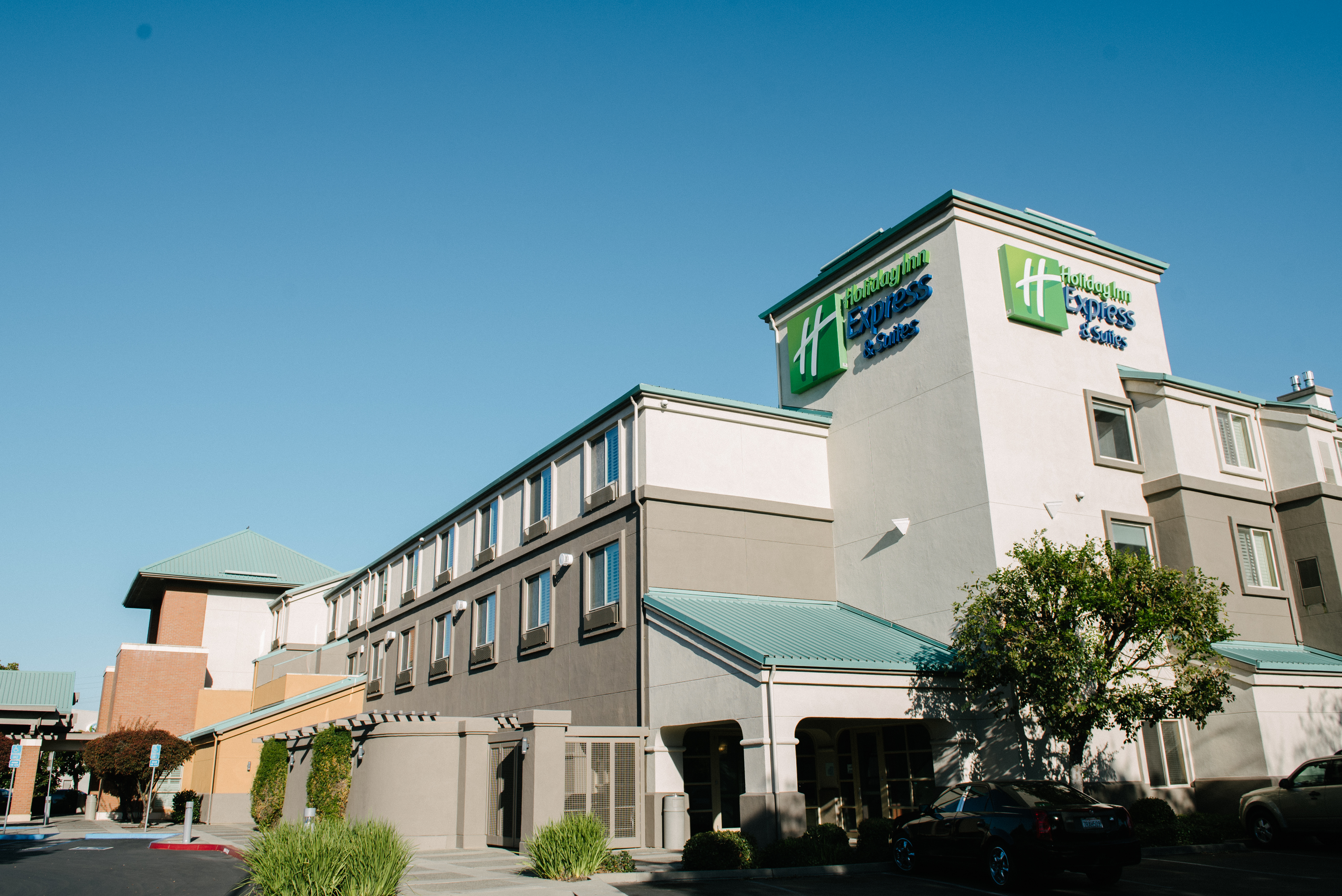 Holiday Inn Express & Suites Elk Grove Central